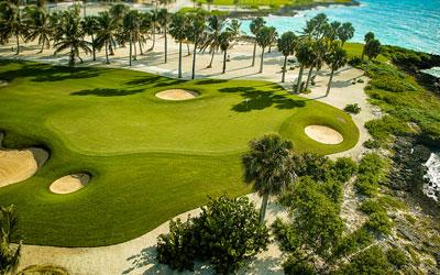 Dominikaanisen tasavallan ensimmäinen Jack Nicklaus- designin kenttä avattiin vuonna 2006. Monien mielestä saaren hienoin kenttä, mukaan lukien Golfweek Magazine, joka on rankannut kentän Karibian parhaaksi vuosina 2009–2016. Kultaisen Karhun todellinen work of art, jonka kahdeksan väylää kulkee joko Karibianmeren vieressä tai jopa sen yli (väylä 17). PGA Champions Tourin kisakenttä vuosina 2008–2010. Viimeisin voittaja Fred Couples.
