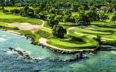Teeth of the Dog on Karibian legendaarisimpia ja arvostetuimpia kenttiä. Jo vuonna 1971 suunniteltu kenttä on Pete Dye´n luomus. Golfpostikortinomaisista väylistä  peräti seitsemän on suoraan kiinni Karibianmeressä. Kenttä on Dye-dynastian maailman kenttäranking-listalla numero 7. Taakse jäävät mm. monikertainen PGA  Championship -kenttä Whistling Straits ja yli 200 muuta Dye-perheen suunnittelemaa kenttää (dyedesigns.com).