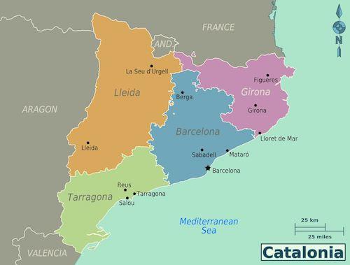 """Barcelonasta pohjoiseen löytyy Costa Bravan maineikas golfkeskittymä, etelän puolelta puolestaan Costa Dauradan kultarannikko niin ikään laadukkaine kenttineen. European Tour on halunnut valita molemmat vaihtoehdot. Kilpailuja tai karsintoja on pidetty niin Costa Bravan PGA Catalunya Resortissa kuin kultarannikon Luminessakin. Ensin mainitusta löytyy 36, jälkimmäisestä peräti 54 reikää. Molempia pidetään Manner-Euroopan korkeatasoisimpiin resorteihin lukeutuvina golfparatiiseina. Muutkin vaihtoehdot kannattaa pitää mielessä, varsinkin jos alue on jo aiemmilla matkoilla tullut tutuksi. """"Usein unohdetaan, että golftarjontaa löytyy myös pääkaupungin välittömästä tuntumasta, Costa Barcelonan alueelta"""", Katalonian golfkohteiden markkinoinnista Suomessa vastaava Markku """"Luigi"""" Nord muistuttaa. """"Varsinaisia golfresorteja Barcelonan maakunnassa on kaksi, mutta muita ja laadukkaita majoitusvaihtoehtoja on enemmän kuin runsaasti."""""""