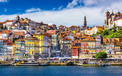 Koe Vidago, Douro-joen laaksot ja Porton kaupunki samalla kertaa! Finnairin suorat lennot Portugalin Portoon antavat mahdollisuuden kokea uusia ja upeita golfelämyksiä Portugalissa. Via Nord Porto -matkalla majoitutaan laadukkaissa hotelleissa, pelataan viisi kierrosta golfia viikon aikana kolmella eri golfkentällä ja tutustutaan portugalilaiseen ruoka- ja viinikulttuuriin Douro-joen upeissa maisemissa, juurikin parhaaseen sadonkorjuun aikaan. Lopuksi lumoudutaan Pohjois-Portugalin pääkaupunkiin Portoon. Tervetuloa mukaan elämäsi golfmatkalle!